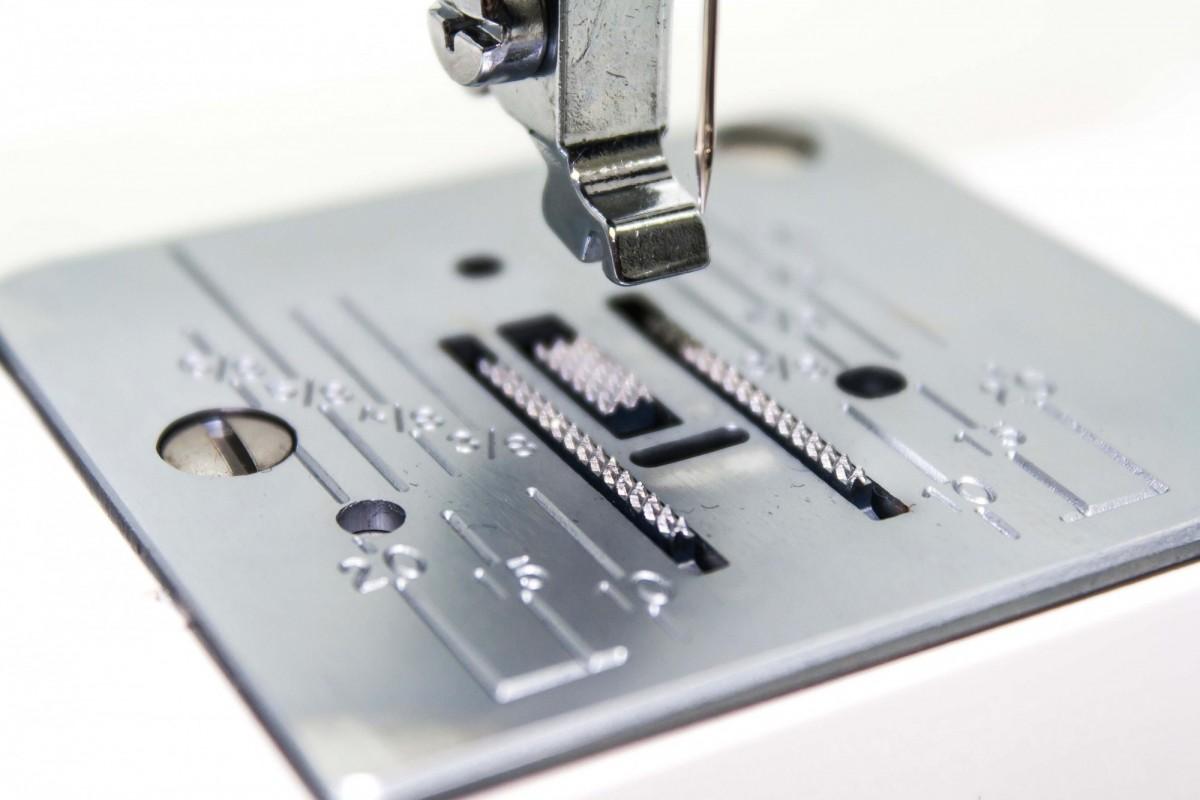 Швейная машина LEGEND by Janome LE-17